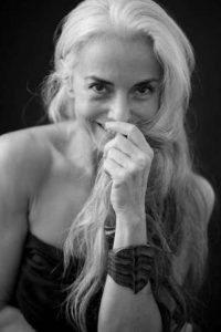 """Yasmina Rossi, modella """"golden age"""" dichiara di fare esercizio fisico quotidianamente."""